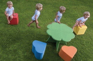 Weatherproof-wicker-garden-table-and-stools