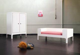 Morgen_child_sofa