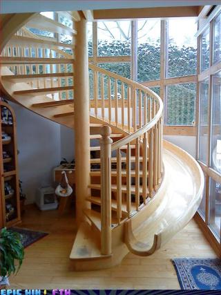 Spiral_staircase_slide