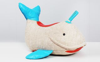 Partners_and_spade_renatemuller_whale_01_main