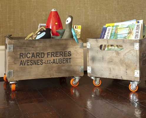 Rustic_wooden_toy_storage_crate_wheels