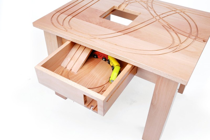 Tomm_train_table