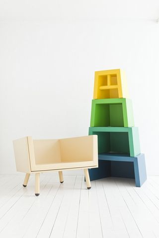 02_Stacking_Throne_2011-02-17_500x1000