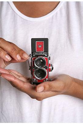 Rolleiflex_mini_digital_camera_2